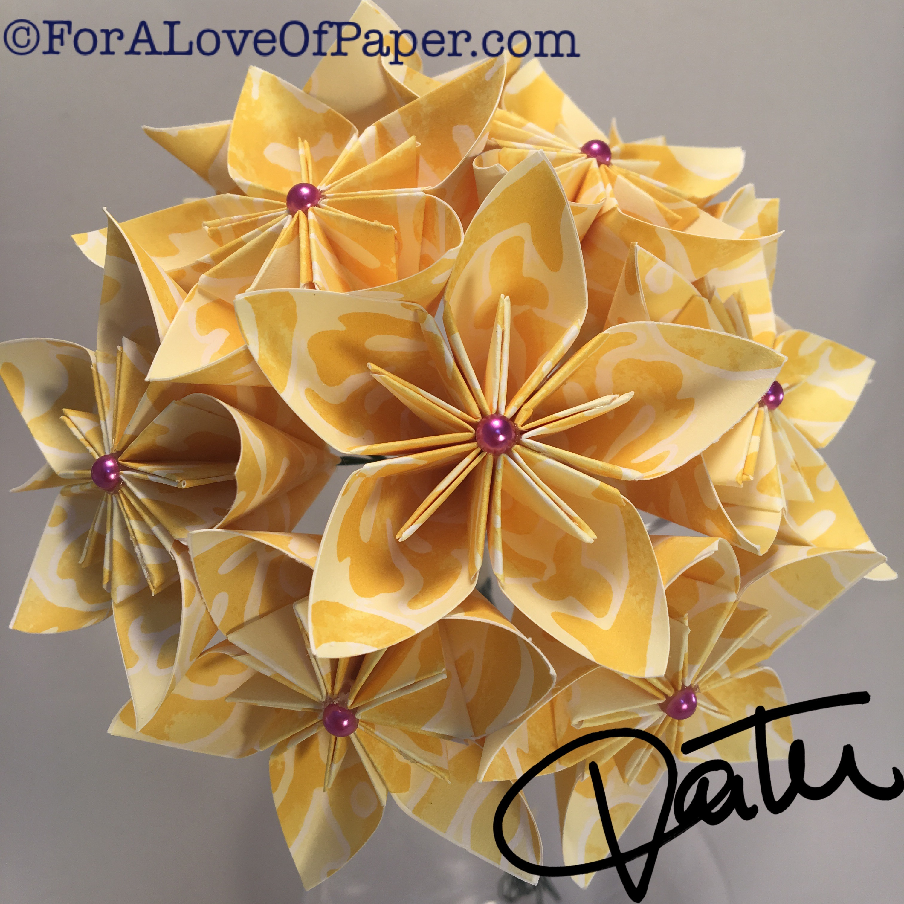 Smooth yellow paper flowers